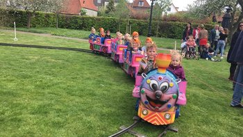 Kindertrein op rails